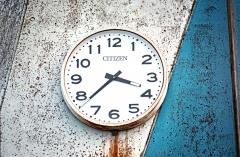 """""""Ukedos"""" mokykla – laikrodis / Ukedo Elementary School – a clock"""