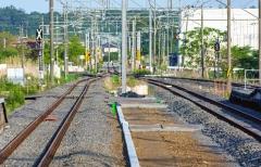 JR Joban Line yra geležinkelio linija, kuri eina lygiagrečiai Ramiojo vandenyno pakrantei. Šios linijos atkarpa tarp Tomioka ir Namie, kuri tęsiasi per uždarą zoną, buvo keliems metams uždaryta 2011 metais / The JR Joban Line is a railway line running approximately parallel to the Pacific coast. The section of this line between Tomioka and Namie, which extends through the exclusion zone was closed for few years in 2011