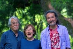 Odakos žmonės. Iš kairės: Tomoko ir Takenori Kobayashi, Kajuto Sugeeta / Odaka people. From left: Tomoko and Takenori Kobayashi, Kajuto Sugeeta