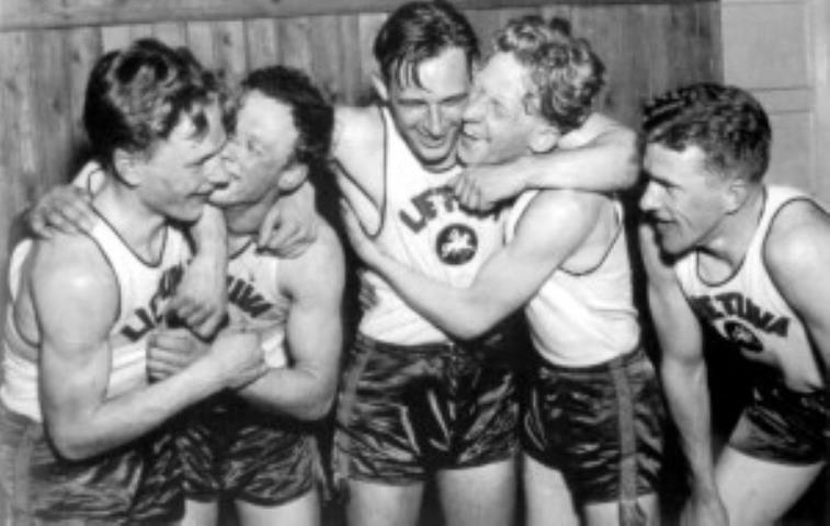 Džiaugsmo akimirka po lemiamos pergalės Rygoje. 1937 m.