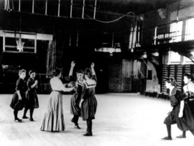 1893 m. kovo 22 d. pirmosios moterų krepšinio rungtynės
