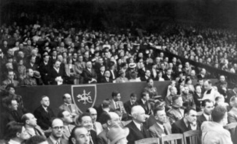 Prezidentas A. Smetona atidaro III Europos vyrų krepšinio pirmenybes